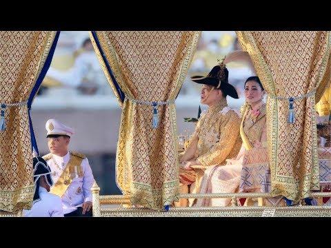 พระราชพิธีเสด็จพระราชดำเนินเลียบพระนคร โดย ขบวนพยุหยาตราทางชลมารค [1/2]