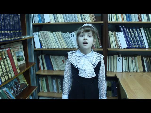 Изображение предпросмотра прочтения – АлисаРахимова читает произведение «А вымогли бы? (Ясразу смазал карту будня…)» В.В.Маяковского
