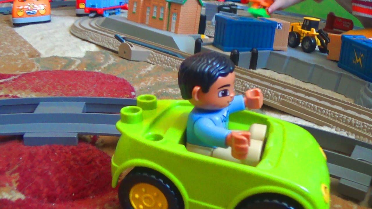 Видео про игрушки - Машинки и паровозики для детей - Макс и его игрушки