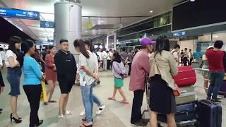 Sân bay Tân Sơn Nhất đông nghẹt người lúc trời chưa sáng