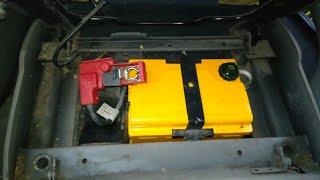 Где расположен аккумулятор в машине.  Ситроен ксара пикасо.