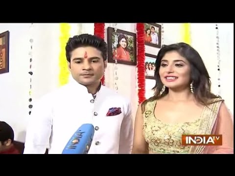 Reporters: Rajeev and Kritika Talk about Their Engagement Dresses - India TV