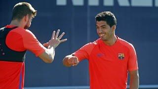Rock, paper, scissors: Piqué vs. Suárez