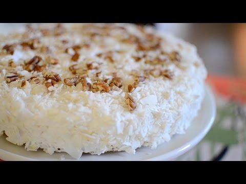 Pastel de harina de almendra relleno de fresas, coco y nueces | Recetas low carb!