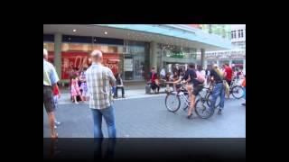 Лейпциг. Уличные музыканты. Просто понравились.Германия(Видео о путешествиях по миру.Лейпциг. Уличные музыканты. Просто понравились и мы сделали эту запись.Германи..., 2013-04-20T10:06:39.000Z)
