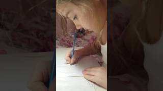 Как красиво нарисовать маму☺(В этом видео я покажу как красиво нарисовать маму. ставьте лайки и подписывайтесь на канал., 2016-12-16T15:31:19.000Z)