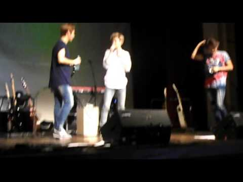 140725 Lunafly In Romania @ Sam Drinking Water From Teo (hot And Funny Moment)