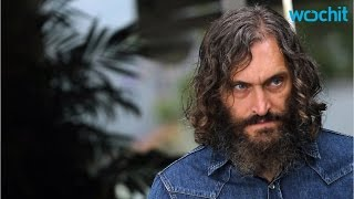Скачать Reporter Says Vincent Gallo Makes Him Feel Unsafe