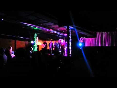 Los yaguaru de Ángel venegas El Club Royal B&V de Dundee Illinois 2/20/2016😃