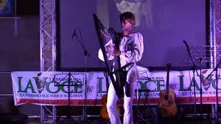 Jakub Rizman suona l'arpa  a la Festa La Voce di Manduria 2018 -