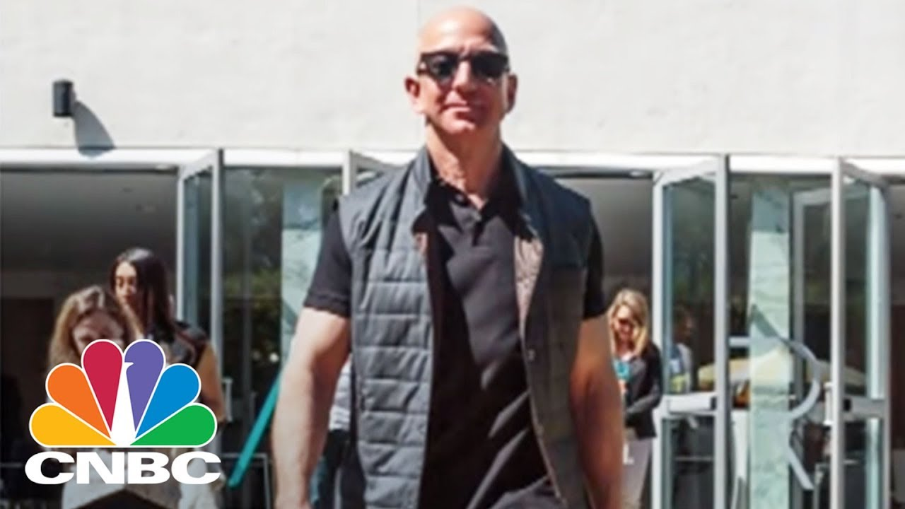 Jeff Bezos Played Beer Pong Against A Robot At Amazon S Mars