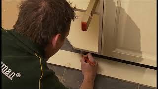 Monteer uw eigen keuken, Montage plint 9 van 10
