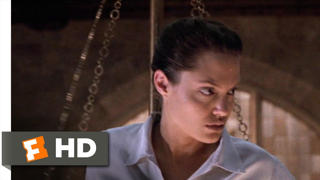 The 3 Ingredients Of 2001 S Tomb Raider Sad Script Decent Action And A Hard At Work Angelina Jolie