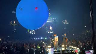 Jonas Brothers performing 'Hesitate' at the Happiness Begins Tour in London (02/02/20)