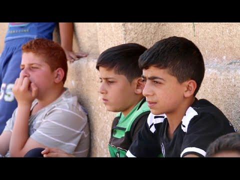 حصري - 85 طفلا من تحت ركام المباني المدمرة إلى ملاعب كرة القدم  - 19:22-2017 / 11 / 12