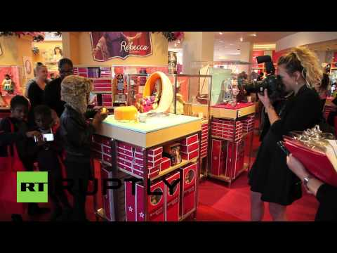 USA: New American Girl Store Attracts Hundreds At Florida Mall