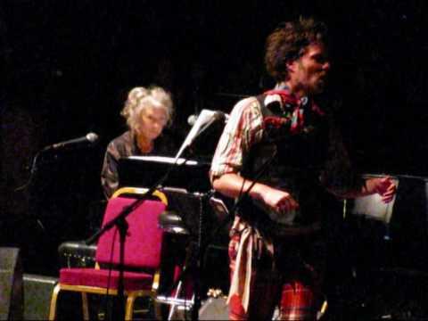 rufus-wainwright-kate-mcgarrigle-minuit-chretiens-a-not-so-silent-night-rah-2009-guttegom