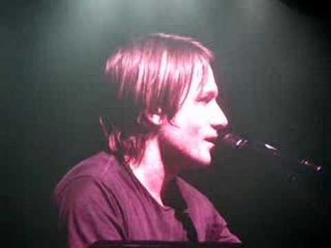 Keith Urban having Fun in Omaha!  3/08