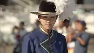 『風のダドゥ』などの中田新一監督がメガホンを取り、横浜のマーチング...