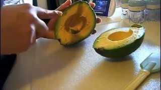 HOW TO MAKE AVOCADO BABY FOOD (VEDA DAY 8) thumbnail