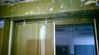 У лифта открывается половина двери(Сломалась отводка, без которой привод не в состоянии открыть одну из створок дверей шахты. Чтобы не идти..., 2015-04-03T14:44:47.000Z)