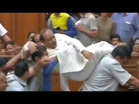 BJP lawmaker Vijender Gupta gets a 'lift' out of Delhi assembly