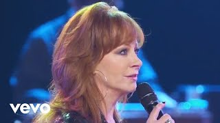 Reba McEntire - Is There Life Out There (Outnumber Hunger Concert)