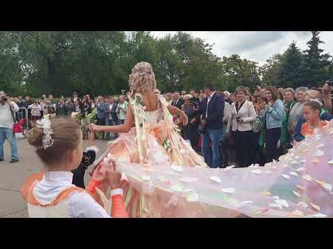 Открытие III Фестиваля роз в Аткарске. Появление Королевы.
