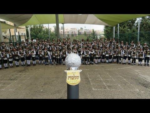 ומי יוצא השנה בלבוש מלכות? עשרת אלפים ילדים מתחפשים למותג העל 'מקהלת מלכות'!