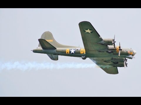 "BOEING B-17 FLYING FORTRESS ""SALLY B"" DISPLAY AT BIGGIN HILL FESTIVAL OF FLIGHT UK - 2016"