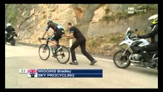 Bradley Wiggins throws away the bike at Giro of Trentino 2013 - stage 4