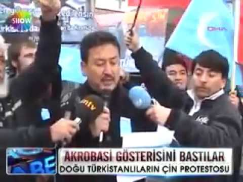 """Pakistanis and Turks yelled """"EAST TURKESTAN! FUCK CHINA!"""" in Chinese circus"""