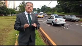 Baixar Motorista bate em poste na Avenida Dez de Dezembro  video taroba londrina