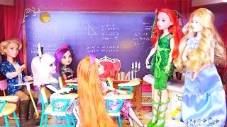 DC Superhero Girls at Ever After High ! Toys and Dolls Fun with Wonder Woman and Poison Ivy