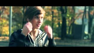 Смотреть клип Raige - Non E' Una Gara