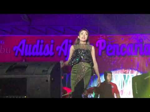baby shima kepedasan  di panggung?