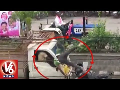 Caught On Cam: Bike Rider Hits Trolley Auto In Hyderabad | V6 News