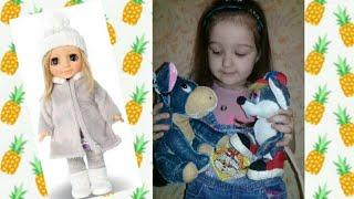 Настя готовить  для своей куклы