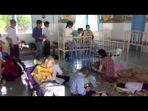 Chuyến thăm trung tâm nuôi trẻ mồ côi & nhiễm chất độc Dioxin