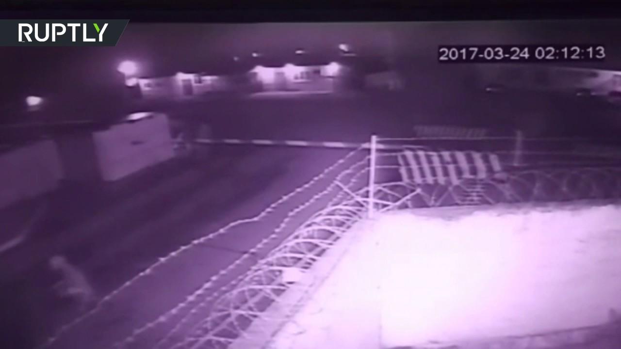 Опубликовано видео момента атаки на часть Росгвардии в Чечне