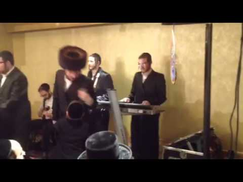 Shira Choir sings Yeedle New Toivim Meoiros at Skvere Weddi