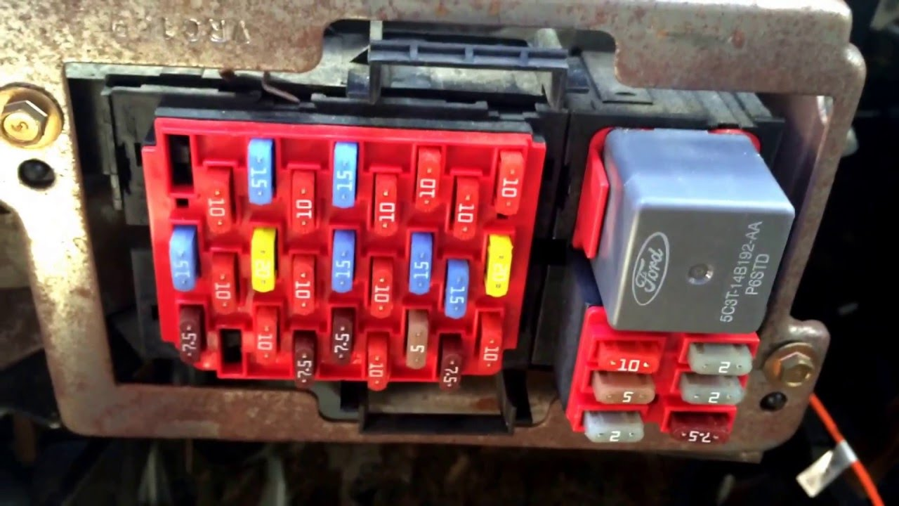 05 Lincoln Town Car Fuse Box 2008 Ford Crown Victoria Fuse Box Location Youtube