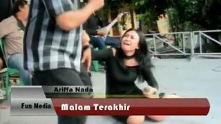 Download lagu Haha penyanyi latah parah di isengin mc sampe jatoh