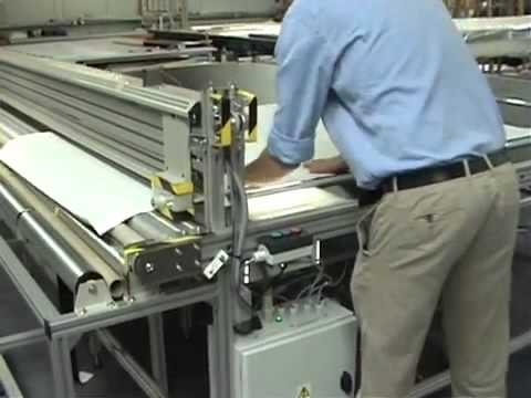 Roller Blind Table with an Electric Drive Cutter