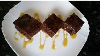 Sticky toffee pudding with sauce by Delicious food recipes