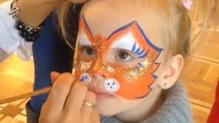 Милане Гогунской на лице делают макияж кошки