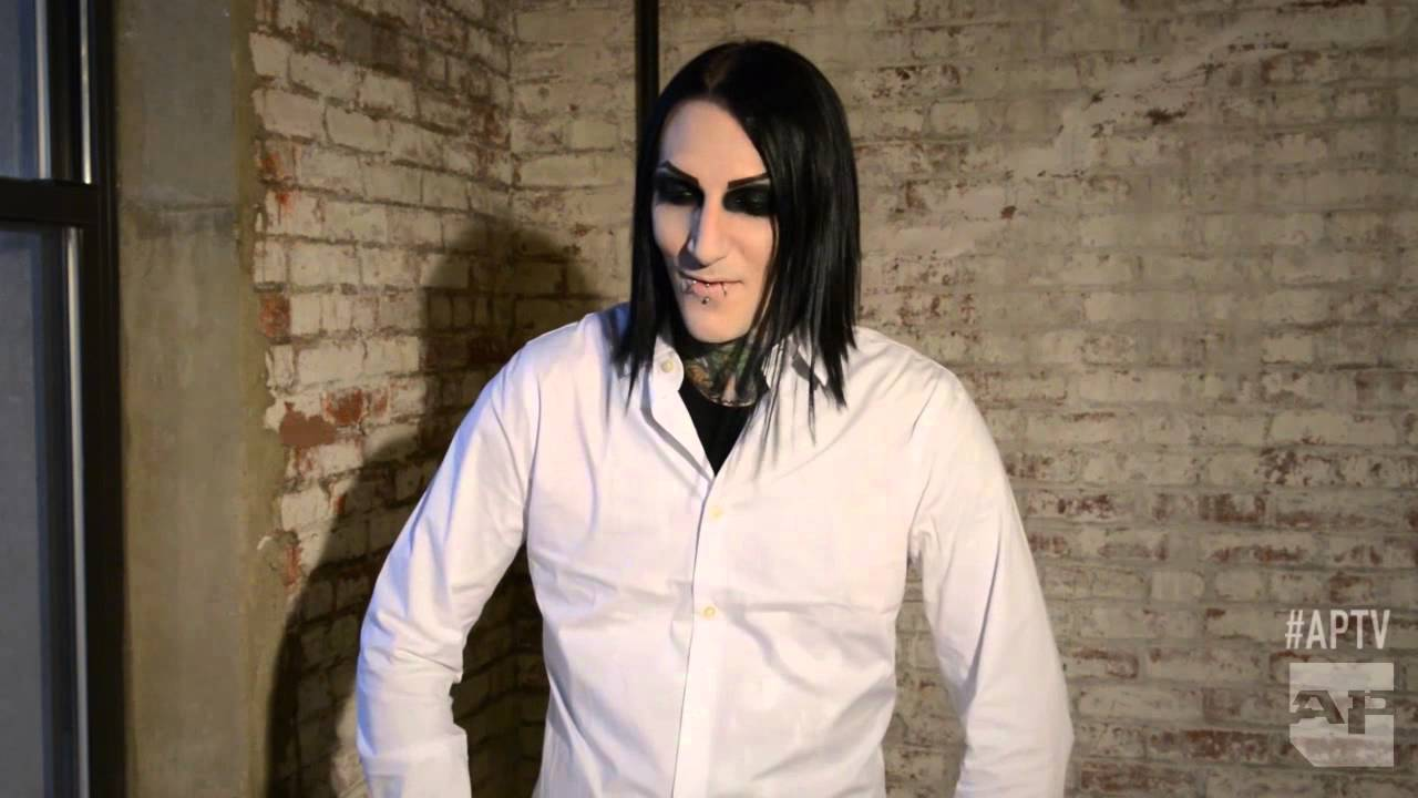 The gallery for --> Chris Motionless In A Suit