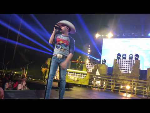 """More Middle Fingers"" By Justin Moore On The American Made Tour"