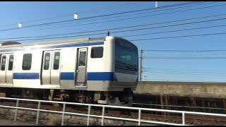 北柏駅前を走行して柏駅方面に弧を描いてカーブしていく上野東京ライン常磐線下りE531系