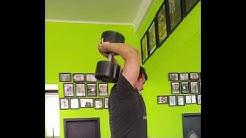 Tricepsová extenze s jednoručkou za hlavou - 9x60 kg
